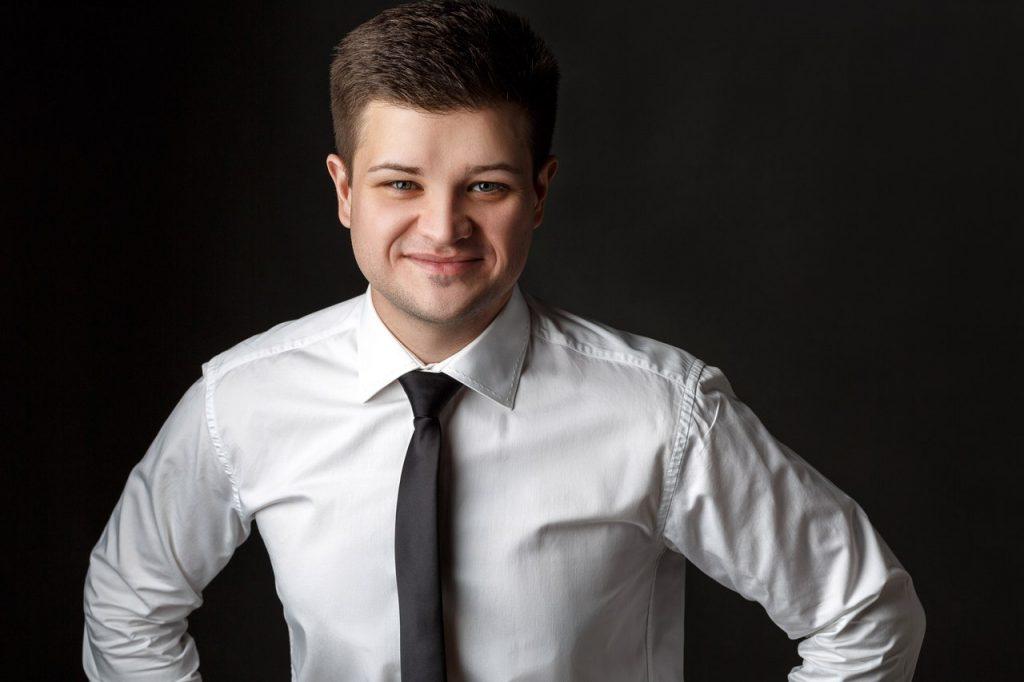 логотип компании Ведущий мероприятий Алексей Романовский