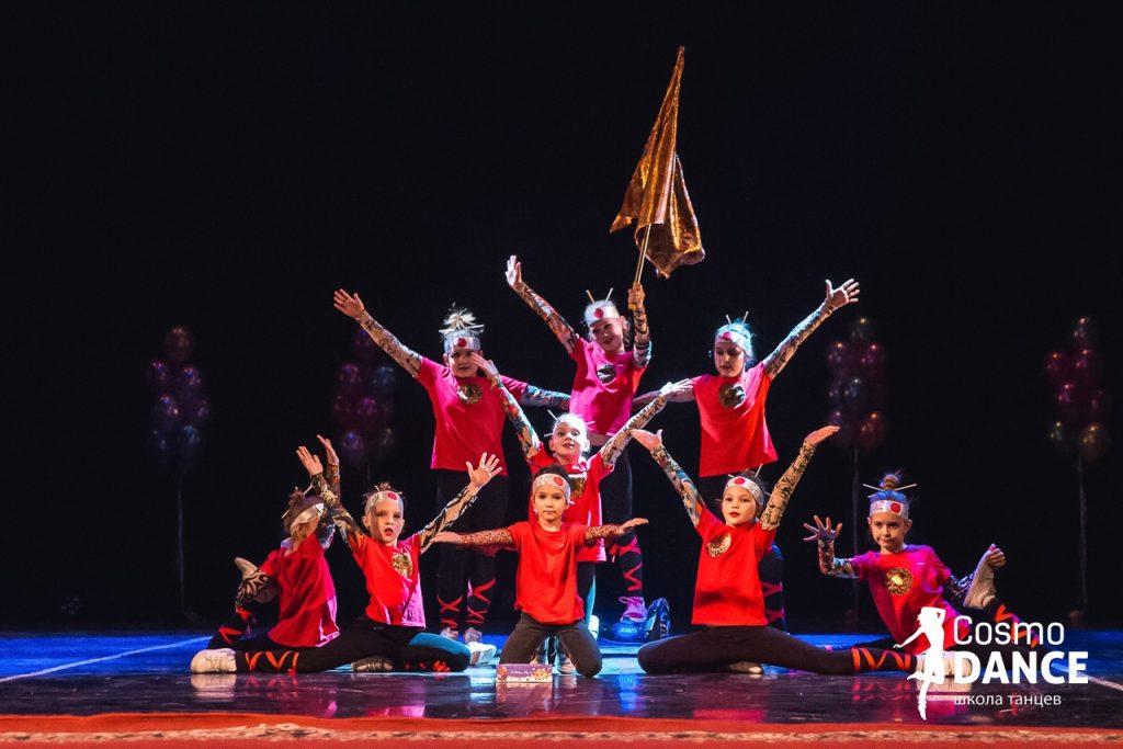 логотип компании Школа танцев Cosmo Dance